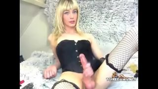 Blonde tranny with long dick cums in hand – tgirlcams.net